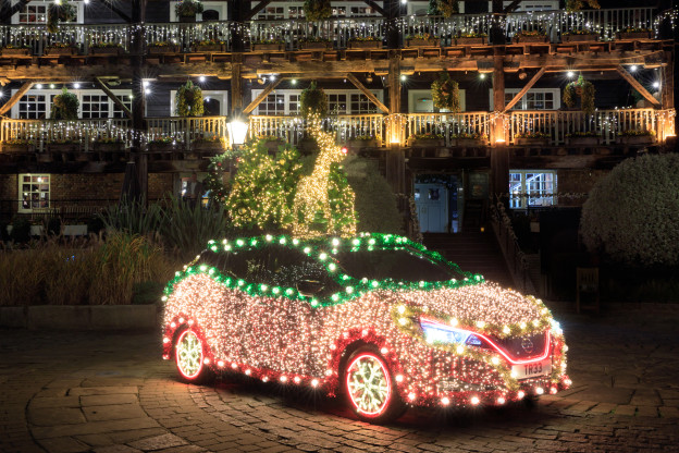 -4-introducing-the-nissan-christmas-tree-a-festive-display-that-is-powered-by-the-nissan-leaf-s-own-regenerative-energy-